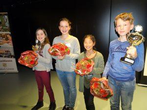 V.l.n.r. : Raysha de Haan, Lieke van Dijk, Laura Troost en Jan van Haaff
